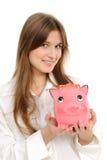 Mujer con un piggybank Fotos de archivo