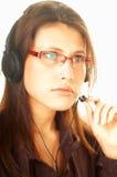 Mujer con un receptor de cabeza Fotografía de archivo