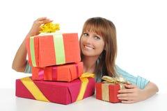 Mujer con un regalo Fotografía de archivo libre de regalías