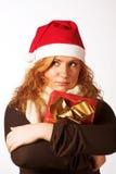 Mujer con un regalo de Navidad Imagen de archivo