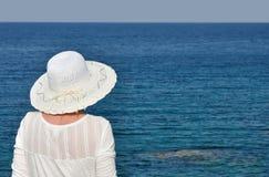 Mujer con un sombrero Fotos de archivo