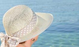 Mujer con un sombrero Imagen de archivo