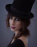 Mujer con un sombrero de copa Fotos de archivo libres de regalías