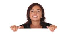 Mujer con un sujetapapeles en blanco Fotos de archivo