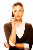 Mujer con un teléfono celular Fotos de archivo libres de regalías