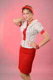 Mujer con un vendaje rojo en una pista Fotografía de archivo