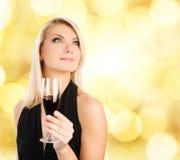 Mujer con un vidrio de vino Fotografía de archivo libre de regalías