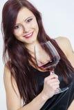 Mujer con un vidrio de vino rojo Imagen de archivo libre de regalías