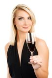 Mujer con un vidrio de vino rojo Foto de archivo