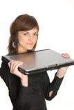 Mujer con una computadora portátil Foto de archivo libre de regalías