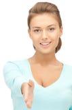 Mujer con una mano abierta lista para el apretón de manos Fotos de archivo libres de regalías