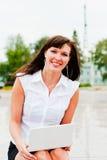 Mujer con una sonrisa Foto de archivo