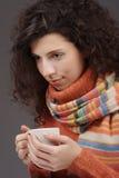 Mujer con una taza de té Imágenes de archivo libres de regalías