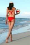 Mujer con voleibol Imagen de archivo libre de regalías