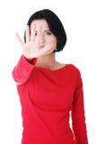 Mujer confidente que hace gesto de la parada Foto de archivo libre de regalías