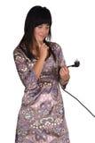 Mujer confusa con el enchufe de potencia Foto de archivo