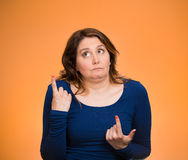 Mujer confusa, insegura que manera de entrar en vida Fotografía de archivo libre de regalías