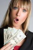 Mujer dada una sacudida eléctrica del dinero imagen de archivo
