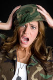 Mujer dada una sacudida eléctrica del ejército fotografía de archivo