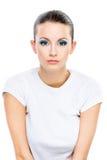 Mujer dark-haired seria en blanco Imagenes de archivo