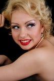 Mujer de Blondie que soña sobre negro Imagenes de archivo