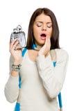 Mujer de bostezo con el despertador Foto de archivo libre de regalías