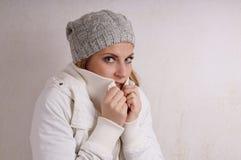Mujer de congelación Imagenes de archivo