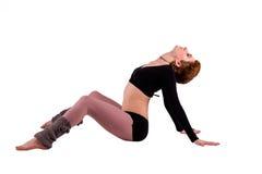 Mujer de Dancerl que se sienta en actitud de la danza Foto de archivo libre de regalías