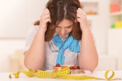 Mujer de dieta deprimida Fotos de archivo