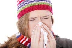 Mujer de estornudo con el pañuelo Foto de archivo libre de regalías