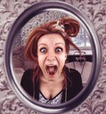 Mujer de griterío Foto de archivo libre de regalías