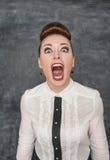Mujer de griterío enojada foto de archivo libre de regalías