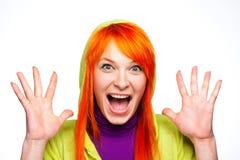 Mujer de griterío loca dada una sacudida eléctrica con el pelo rojo imagen de archivo