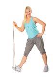 Mujer de la aptitud con la cuerda de salto Fotos de archivo