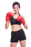 Mujer de la aptitud con los guantes de boxeo rojos Imagenes de archivo