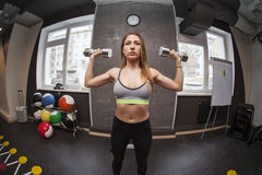 Mujer de la aptitud en gimnasia Imagen de archivo libre de regalías