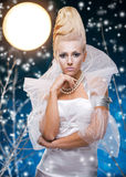 Mujer de la belleza bajo la luna Imágenes de archivo libres de regalías