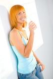 Mujer de la belleza con el vidrio de agua Imágenes de archivo libres de regalías