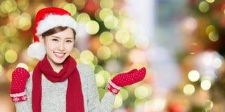 Mujer de la belleza con la Navidad Foto de archivo libre de regalías