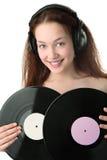 Mujer de la belleza en headphonew con el disco del gramófono Fotografía de archivo libre de regalías
