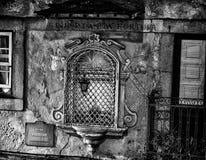 Mujer de la buena suerte de Fortuna de la boa de Senhor DA en la calle de Oporto en Portugal foto de archivo