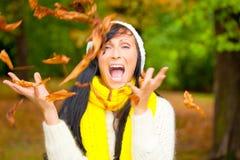 Mujer de la caída del otoño Fotografía de archivo