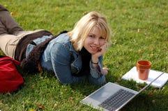Mujer de la computadora portátil Fotos de archivo