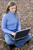 Mujer de la computadora portátil Fotos de archivo libres de regalías