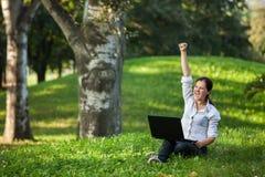 Mujer de la computadora portátil Foto de archivo libre de regalías