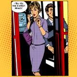 Mujer de la conversación telefónica de la vigilancia de la privacidad Imagen de archivo