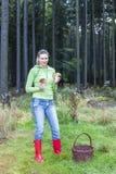 Mujer de la cosecha de la seta Fotos de archivo libres de regalías