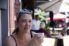 Mujer de la cultura del café Fotos de archivo libres de regalías