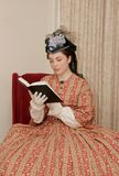 Mujer de la era de la guerra civil imagenes de archivo