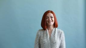 Mujer de la felicidad Emoción alegre almacen de metraje de vídeo
